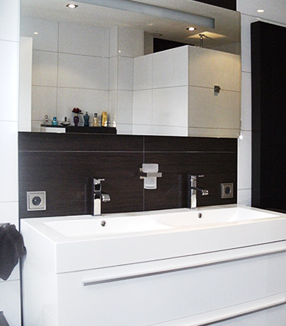 Laat uw badkamer betegelen door sander van hoek - Betegelen van natuurstenen badkamer ...